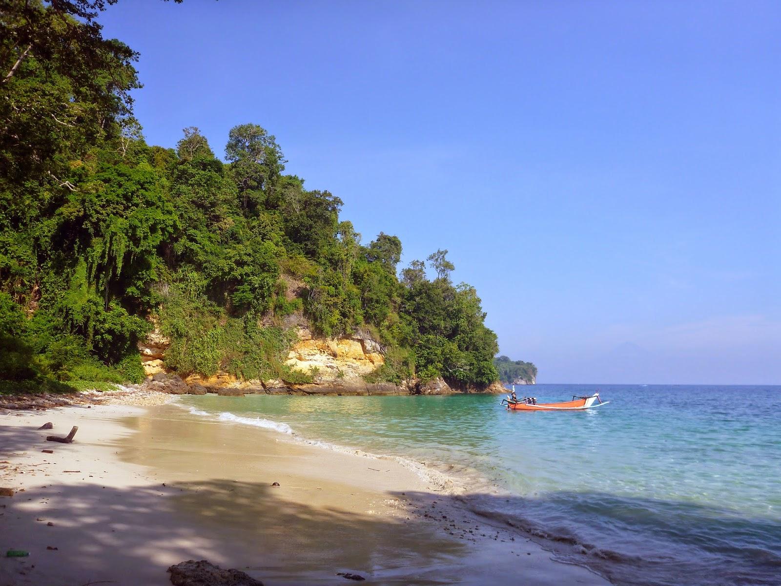 Pantai Pulau Nusa Barong